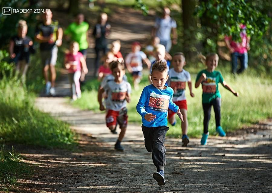 W poniedziałkowym biegu City Trail onTour nad nad Zalewem Zemborzyckim udział wzięło ponad 60 dzieci