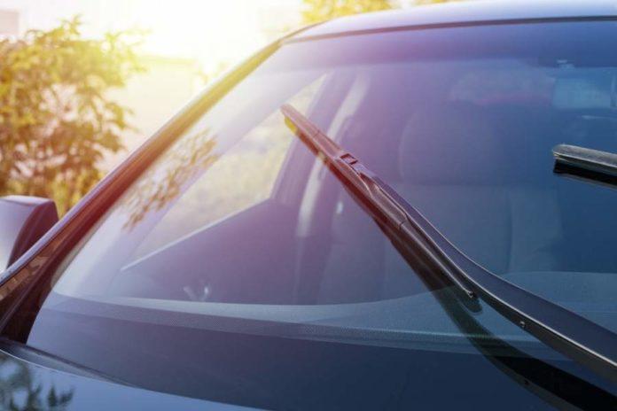 kiedy-nalezy-wymienic-wycieraczki-samochodowe-poznaj-objawy-ich-zuzycia